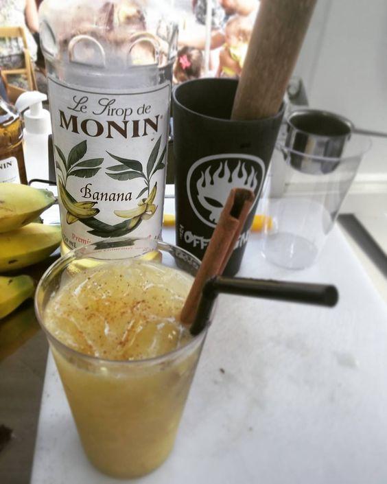 a Kombanana foi pro Campeche e veio pra ficar no cardápio de verão da Janis! porque o nosso lance é surpreender sempre. #drink #sótemnaJanis #foisucesso #gastronomia #foodtrailer #floripa #surpreendente #bananacomcanela #offspring by janiskombi