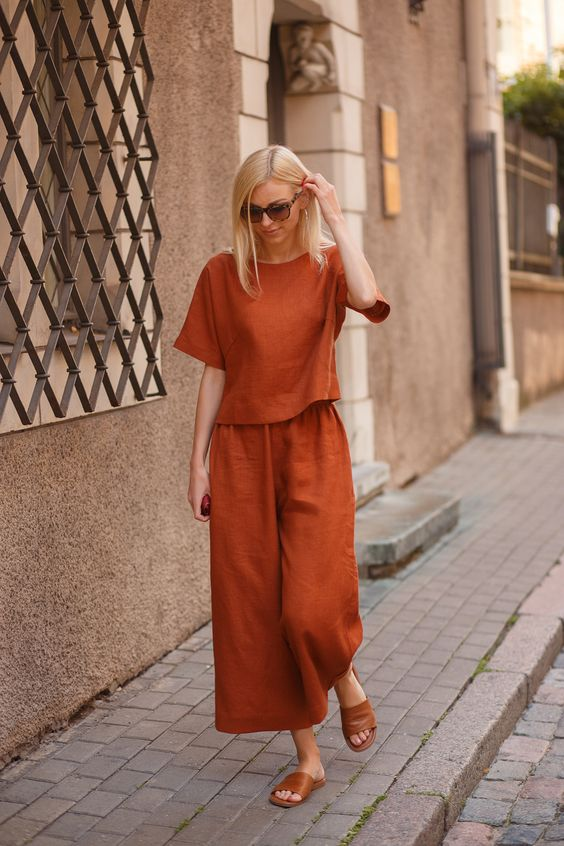 Linen culottes for simple and casual look.
