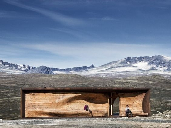 Reindeer have always fascinated us, which is why the Norwegian Wild Reindeer Foundation commissioned a beautiful sanctuary built specifically for reindeer watching an hour north of Oslo in Dovrefjell National Park. Designed by the local Snohetta Architects team, the small building is absolutely stunning. The interior is just as spectacular.