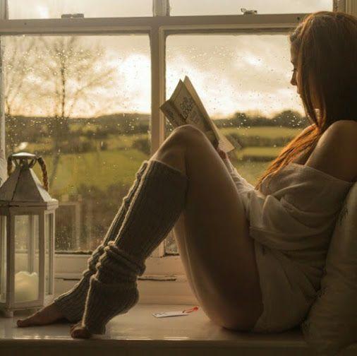 """guardianfinethings:  cidlemos:  Decepção é quando você acorda todos dias   esperando uma mensagem de alguém que   nem lembra da sua existência.  — Decepção, você por aqui  .     Thank you """"Armed & Beautiful"""" for the great submission :) ~ Beautiful Bookworms ~"""