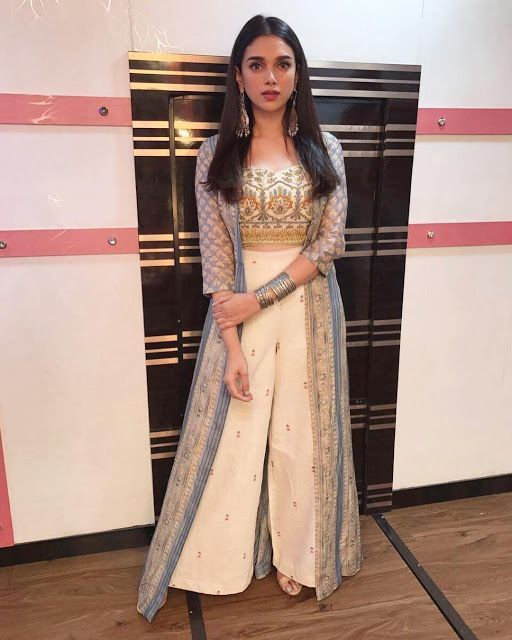 40 Trendy Sister Of Bride Outfit Ideas In 2020 Bride Clothes Stylish Dresses Indian Wedding Dress Traditional