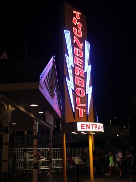 My photo of the Thunderbolt sign at Six Flags New England