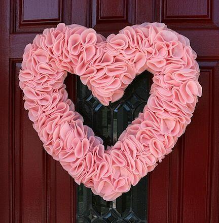 DIY Valentine's Day wreath - Corona de san valentin de corazon para hacer como manualidad: