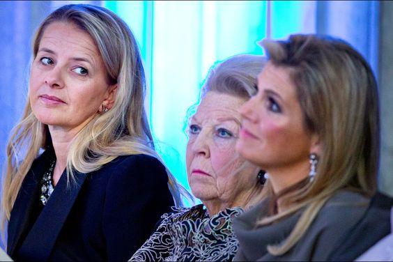 La Famille Royale des Pays Bas était présente pour la remise du prix du Prince Claus au Palais Royal d'Amsterdam. 12 Décembre 2014
