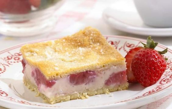 Strawberry Coffee Cake Squares - Rich cream cheese and fresh strawberries are the stars in these delicious squares. Refrigerated crescentdough makes an easy, quick crust.