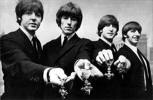 """El Bunker del Rock en Twitter: """"#12Jun 1965 The Beatles reciben notificación; Serán proclamados Miembros de la Orden del Imperio Británico por su contribución a la música."""