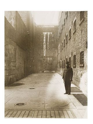 Inner courtyard of Newgate Prison, c.1895.