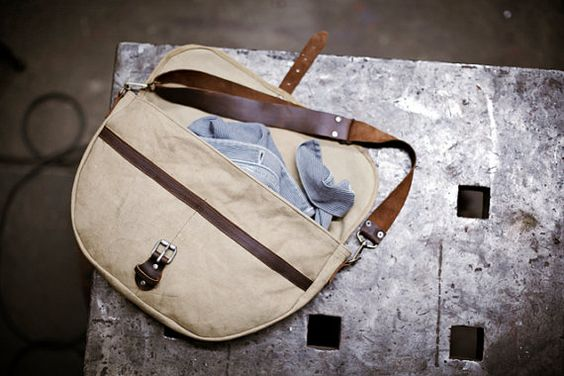 Mens Canvas and Leather shoulder Bag.: Bags 2011, Canvas Leather, Men Bags, Leather Shoulder Bags, Bags Baskets, Men S Bags, Leather Bags