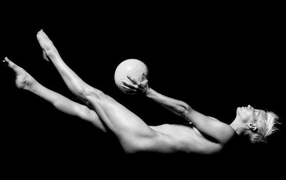 FOTOS: 12 hermosas deportistas que posaron desnudas en 2014 – Publimetro