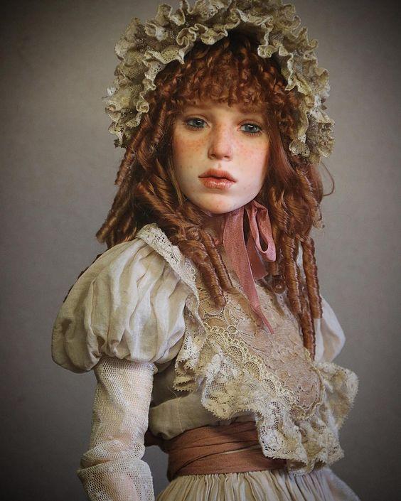 De Russische Michael Zajkov maakt poppen die zeer realistisch lijken. Op deze foto's zie je hoe levensecht ze zijn. Zo echt dat het bijna eng is.