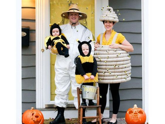 Abejas y apicultor http://www.serpadres.es/familia/tiempo-libre/fotos/disfraces-para-carnaval-en-familia/los-minions