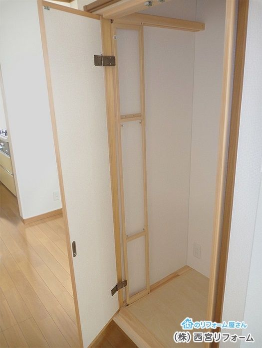 襖戸が収納内部に格納途中 収納 仏壇 仏間