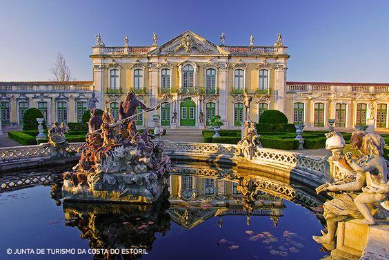Foi casa de férias da monarquia, residência oficial e local de festas. Hoje, o Palácio de Queluz mantém vivo o espírito destas épocas e continua a convidar-nos para uma real viagem pela história. #viaverde #viagensevantagens #história #Portugal #Queluz #palácio