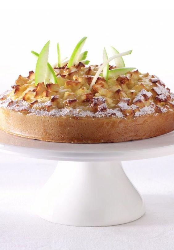 Bereiden:Maak het boterdeeg:Maak een kuiltje in de bloem en doe de eitjes erin. Kneed samen met de rest van de ingrediënten tot een soepel deeg en maak er een bolletje van. Bestuif het werkblad met bloem en rol het deeg uit, draai af en toe om. Leg voorzichtig in de taartvorm, verwijder het overtollige deeg en bestrooi de bodem met amandelpoeder.Maak het beslag: