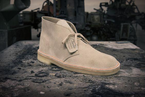 Desert Boots - Der Fashion Klassiker von 1950. Hier finden Sie unterschiedliche Farbvarianten von Clarks http://www.clarks.de/c/clarks-originals-herrenschuhe/herren-desert-boots #Clarks #desertboots #men #männer #boots #herren #schuhe