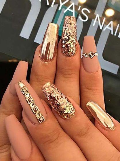 70 Gold Nail Designs Fur Ihre Nachste Reise In Den Salon 70 Gold Nail Designs Fur Ihre Nachste Reise In Den Sal In 2020 Gold Nail Designs Gold Nails Gold Nail Art