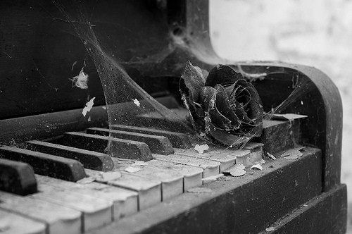 Thel old piano