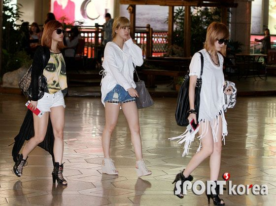 Japanese pop star fashion | Korea's top music stars took off for Japan to attend MBC 's 50th ...
