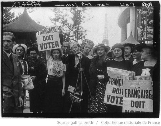 [Exposition internationale des arts et techniques, Paris 1937 : manifestation pour le droit de vote des femmes françaises, devant le micro Louise Weiss] : [photographie de presse] - 1