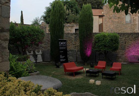 Mobiliario de terraza y jardín de Resol Perfecto también para lugares públicos de alta frecuencia de paso. Mobiliario Resol de venta en Sánchez Plá Paterna, Valencia. www.sanchezpla.es