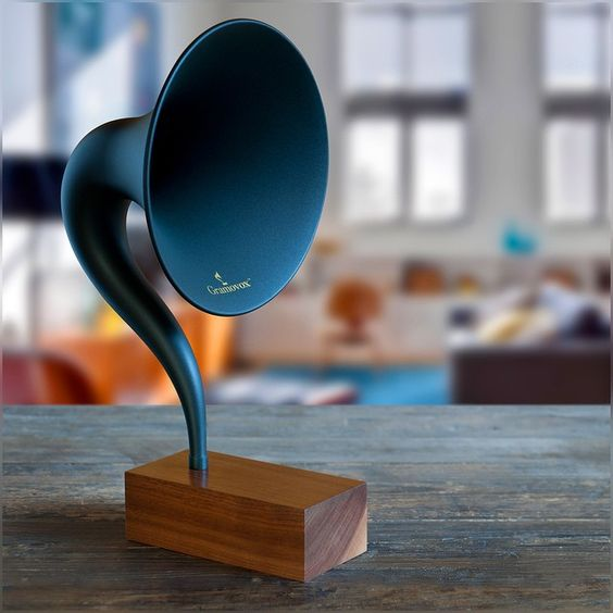 This retro accent, classic look yet high-tech insides, totally got my attention – something really really pretty :) #Gramophone #Bluetoth #WishList #Music #Classic #Modern #Neat #Gramavox Check this out at http://www.gramovox.com/products/gramovox-bluetooth-gramophone