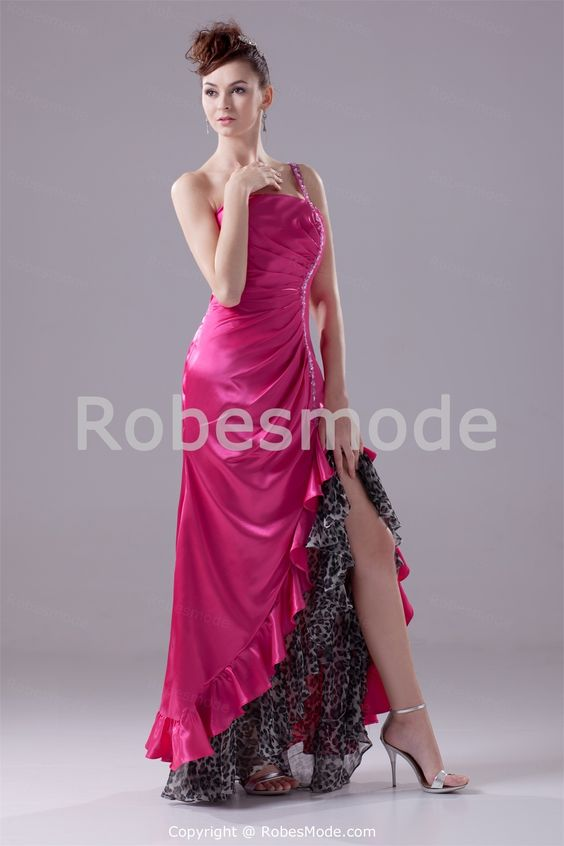 Robe de soirée sexy fuchsia fente latérale en satin textile élastique  € 121.99