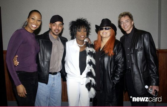 Yolanda Adams, James Ingram, Patti LaBelle, Wynonna and Barry Manilow (Photo by KMazur/WireImage)