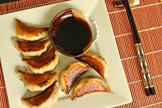 Pork and Chive Dumplings (China) | PicadoTur - Consultoria em Viagens | Agencia de viagem | picadotur@gmail.com | (13) 98153-4577 | Temos whatsapp, facebook, skype, twiter.. e mais! Siga nos|
