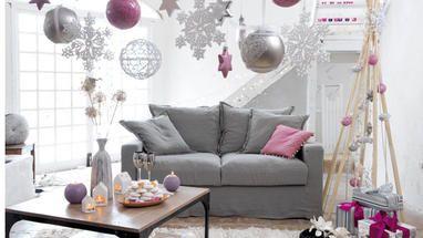 Uma forma simples, mas sempre fantástica de decorar uma festa, são os balões. Mas para que o efeito seja verdadeiramente incrível, coloque muitos por todo o lado, tendo o cuidado de não serem locais que incomodem ou estorvem, e use múltiplas cores. Se quiser ainda tornar mais bombástica a sua decoração, reserve alguns balões para colocar no teto, previamente cheios com confettis. Assim, à meia-noite, podem rebentá-los e ter uma chuva de confettis sobre os convidados.