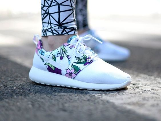 Baskets Nike Nike Roshe One Retro pour Homme