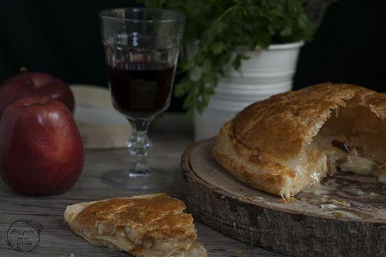Si quieres sorprender a tus invitados en la próxima celebración, hazlo con este hojaldre de camembert, foie y manzana del blog ATRAPADA EN MI COCINA.