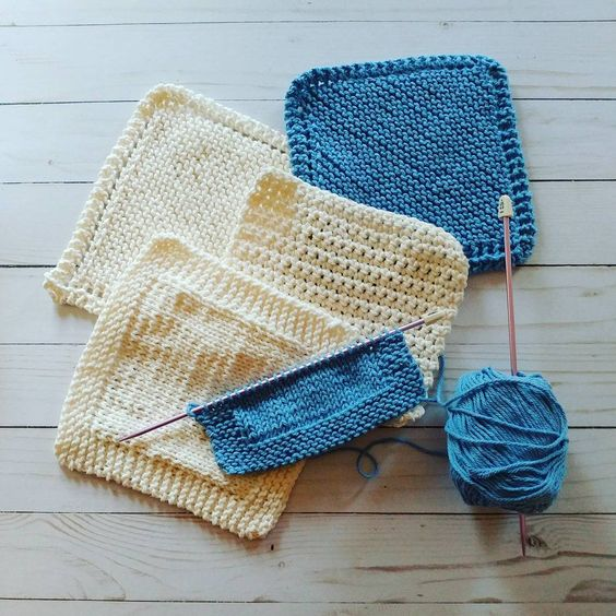 Sometimes its just the simple knitting that makes me happy 🐑❤  #rebeccajoknits .  .  .  .  #knittersofinstagram #knitstagram #knitdishcloth #dishcloth #knitter#etsy #etsysellers #etsyshop: