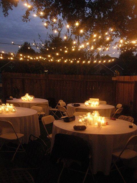 Lichterketten mit großen Glühlampen machen ein wunderschönes, stimmungsvolles Licht