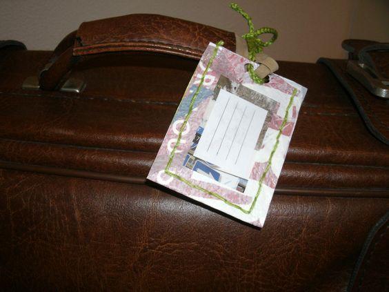 Label voor de bagage, gemaakt van oude plastic tasjes
