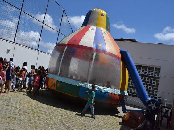 O Centro Cultural Lindéia Regina recebe neste sábado, dia 26, das 9h às 15h, o projeto 'Brincando na Vila', que integra ações de esporte, lazer e cultura, para o desenvolvimento de crianças residentes em vilas e aglomerados da cidade.