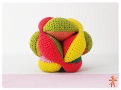 Amish Puzzle Ball Amigurumi Patrón Gratis en Español aquí: http://amigurumisfanclub.blogspot.com.es/2014/06/amish-puzzle-ball.html