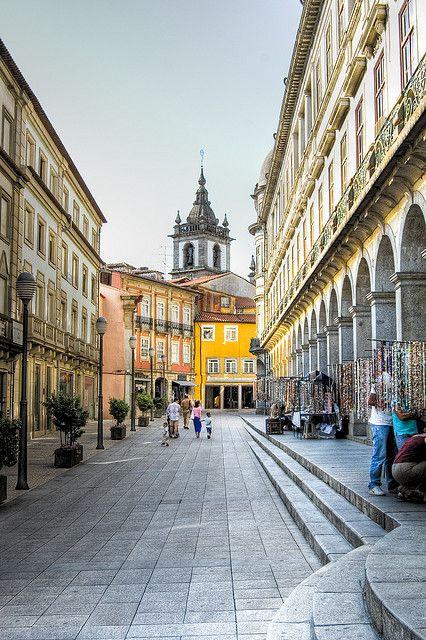 Uma das ruas mais belas que já visitei, Portugal realmente me cativa. Braga, Portugal: