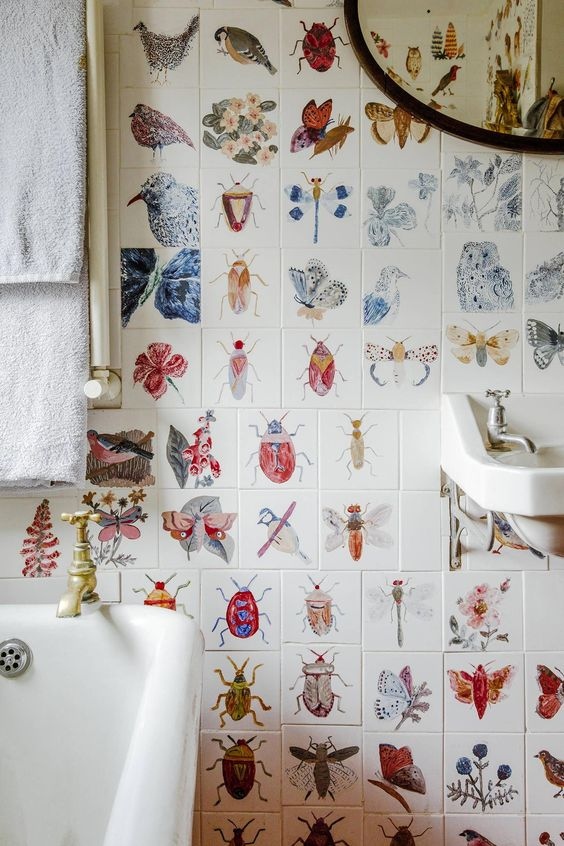 Stylist Maude Smith has turned her artistic hand to every inch of this traditional Victorian townhouse in Stockwell, from the hand-painted bathroom tiles to the once-ugly kitchen cupboards disguised with pretty shells and broken crockery #Italianrusticbedroom
