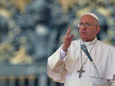 """Siendo así les garantizó a los padres católicos o poder para perdonar abortos. Tal concesión era dada solamente a los obispos. Su """"carta apostólica"""" dice..."""