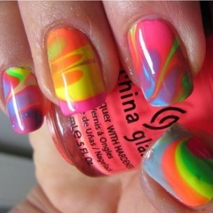 Neon trend on nails!