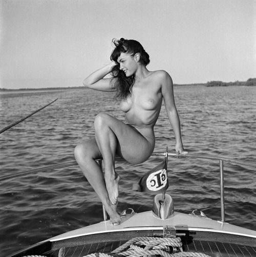 Blue Black Dream (Bunny Yeager, Bettie Page on a Chris-Craft yacht,...)