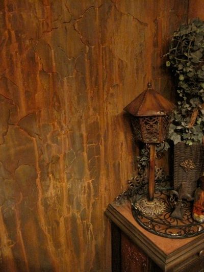 Crackled Amp Rusted Wall Finish Created With Modern Masters