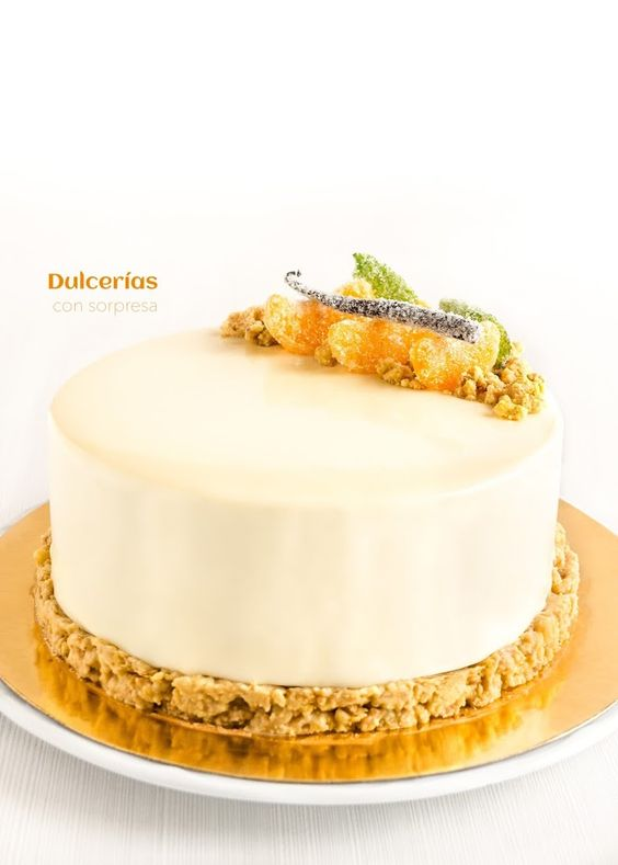 Tarta mousse de vainilla con naranja, caramelo y chocolate blanco. Entremet. White chocolate, vanilla, orange and caramel.