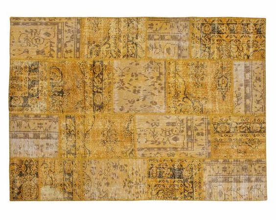 Die Farbe #Gelb setzt ein Zeichen. Der Zehra ist ein Teppich, der alle Aufmerksamkeit auf sich zieht. Der heitere aber exotische Teppich kombiniert komplexe Muster und auffallende gelbe #Farbtöne. Mehr dazu finden Sie hier: http://www.sukhi.de/ubergefarbte-zehra-patchwork-teppiche-1.html