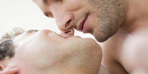 o-GAY-MEN-KISSING-facebook.jpg (2000×1000)