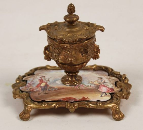FRENCH HAND PAINTED PORCELAIN INKWELL : Lot 385