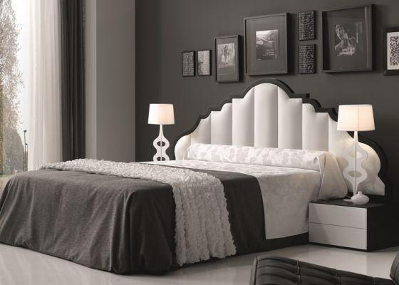 Dormitorio lacado con cabezal de plafones acolchados for Plafones pared dormitorio
