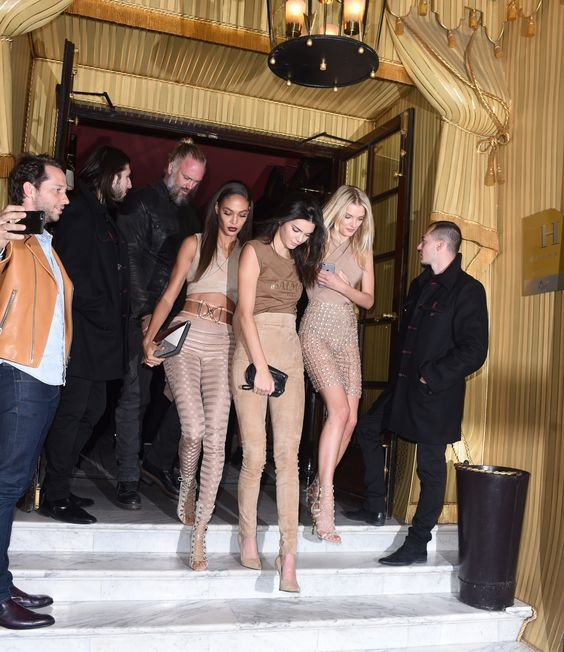 celebriupdates:  10/01/15 - Kendall Jenner and her friends leaving her hotel in Paris.