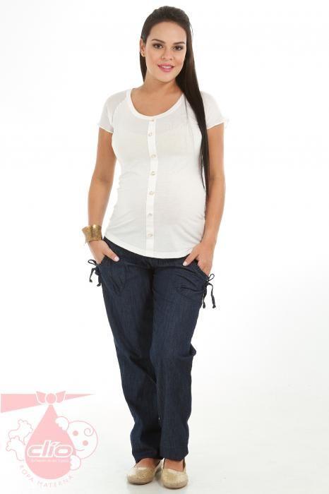 La ropa para embarazada puede llevar también un estilo fresco, juvenil y cómodo