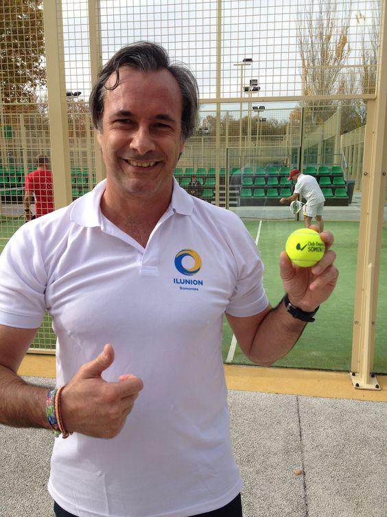 Foto del torneo Somontes Vs La Caja mágica .  Con las bolas personalizadas con el nombre del club.